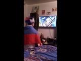 Болельщик России крестит телевизор перед матчем. Как болеют Russian fan baptizes TV before the match