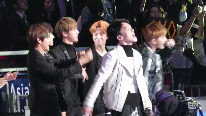 【FANCAM】 EXO - Drop That (With BTS reaction) @MAMA2015 IN Hong Kong