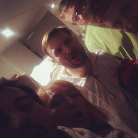 """Aнтон Пушкарев on Instagram: """"Дружная компания спектакля «доктор знает все» всех поздравляет с наступающим Новым годом!! Ураааааа! сновымгод..."""