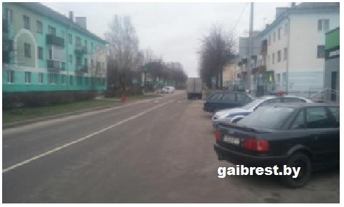 Березовский район: при движении задним ходом водитель совершил наезд на пешехода