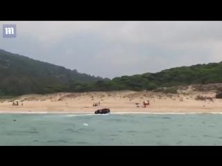 Illegale Migranten landen am spanischen Strand von Tarifa und fliehen in alle Richtungen