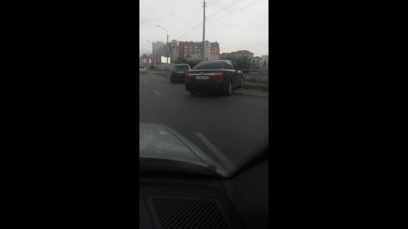 Парковка на дороге по ул. Маршала Жукова, Омск