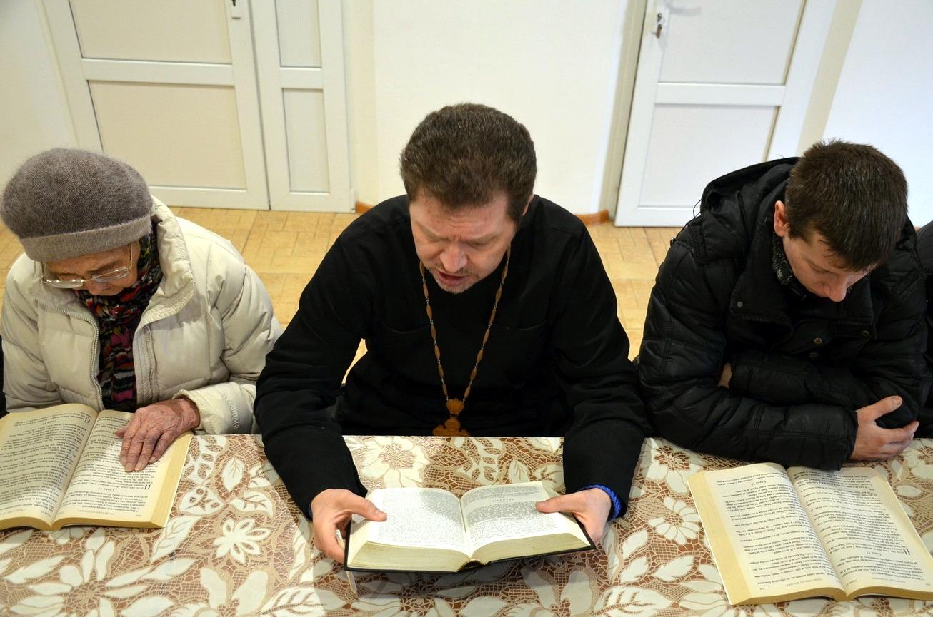 Состоялось занятие катехизаторских курсов для взрослых при храме святого благоверного князя Александра Невского города Темрюка