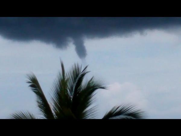 Mini tornado en santa cruz huatulco oaxaca