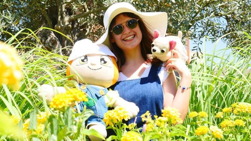 Ayşe ve oyuncaklar bahçede! Çiçeklere bakım yapma oyunu!