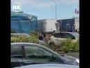 Во французском Кале мигранты пытались сбежать в Британию на глазах копов