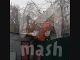 В Нижнем Новгороде автокран упал на детский сад