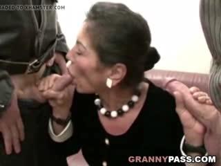 Трах зрелой женщины hairy_granny_gets_cum_on_her_hairy_pussy_480p