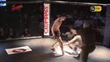 Lutador de MMA perde varios dentes na luta!