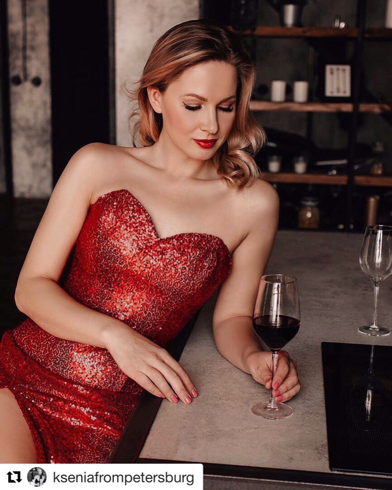 Невероятно красивая @kseniafrompetersburg в нашем платье из красных пайеток️ Если хочешь, чтобы все смотрели только на тебя, приходи к нам за красотой