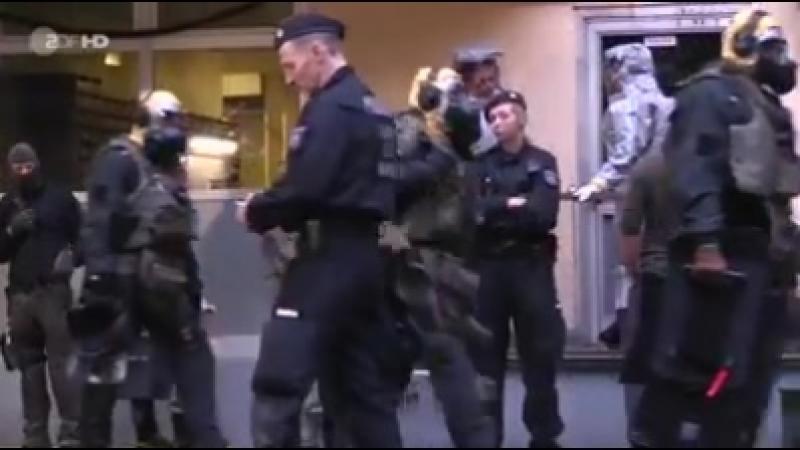 Spezialkräfte der Polizei haben in einer Kölner Wohnung gefährliche Substanzen gefunden.