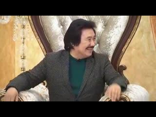 Ұшақтан түсе сала, бізге арнайы қонаққа келген Марат Омаровпен керемет сұқбат өрбіттік. Ағамыз өнердегі, өмірдегі жаңалықтарымен