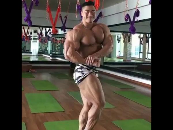 South Korean bodybuilder posing
