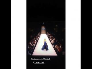 Гизем Караджа на показ моды в