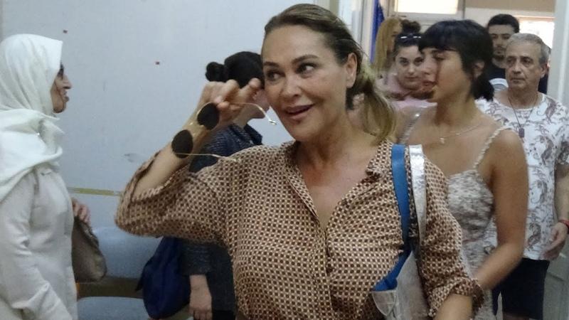 Hülya Avşar, kızı Zehra Çilingiroğlu ile oyunu kullandı