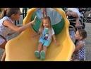 Дети играют в парке Алиса, Катя и Саша веселятся на детской площадке ! Видео для детей
