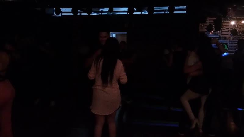 Танец бачата. Вечеринка в школе танцев Social Club, город Медельин, Колумбия, 02.11.2018