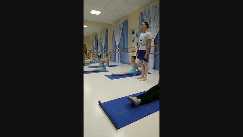 Окрытый урок старшей группы балерин Зазеркалья