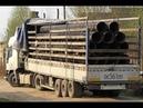 Авто прикол. Легкий грузовик выгружает сразу ВСЕ трубы за раз