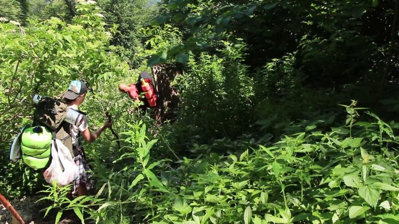 Спуск в ущелье Хапхал