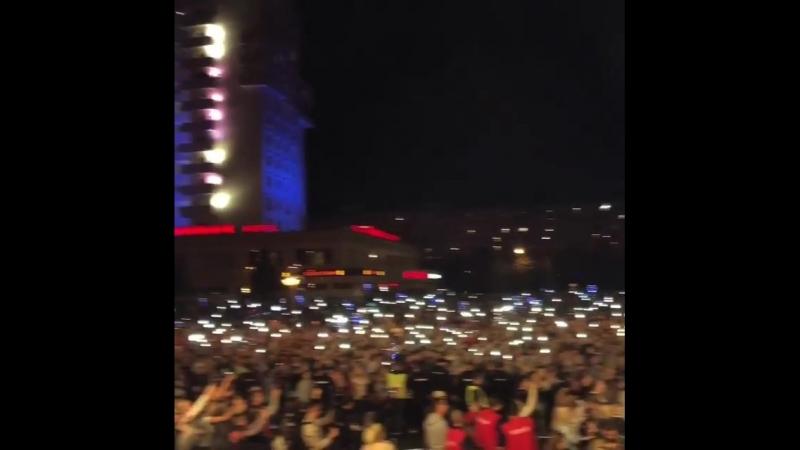 Коломна 25 000 человек и танцы под ЦветНастроенияЧёрный Спасибо было круто🔥 P s Тем временем на клипе уже 8 000 000 просмо