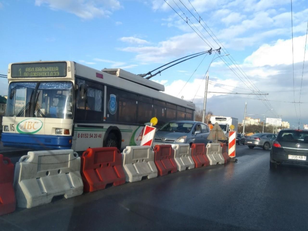 Кобринский мост блокирован ДТП с троллейбусом