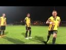 Саенчай и Буакав на футбольном поле