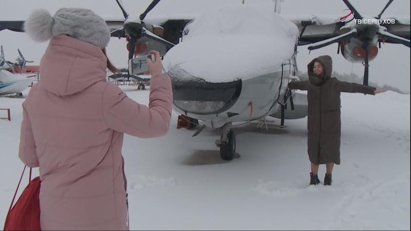 Для серпуховских школьников организовали экскурсию на аэродром в Большое Грызлово