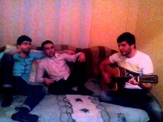 На гитаре! Исса Байрамуков- про друга