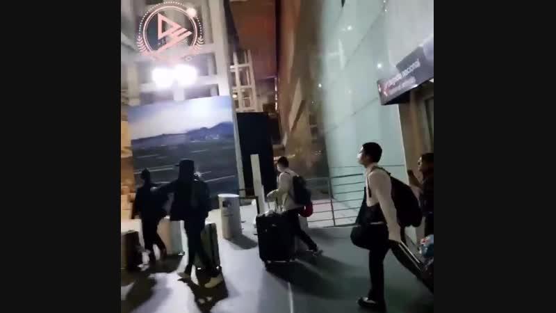 FANCAM   20.11.18   A.C.E @ Mexico Airport, arriving