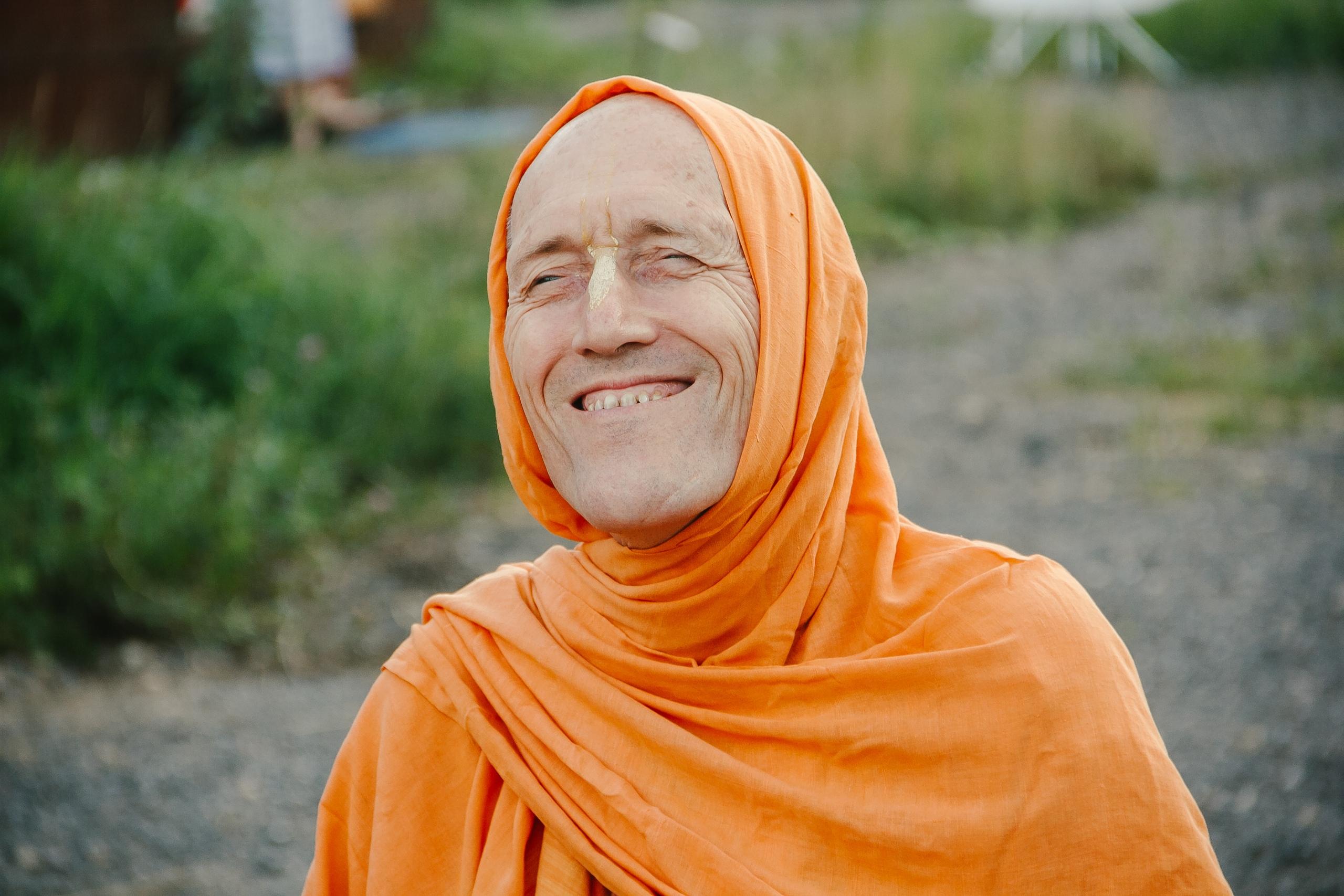 Сегодня в святом месте Шри Говардхана Дхаме отмечается вьяса-пуджа нашего духовного учителя Шрилы Бхакти Викаши Свами.
