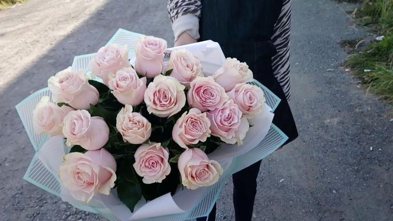 Шикарный букет из 17 роз Пинк Мондиаль