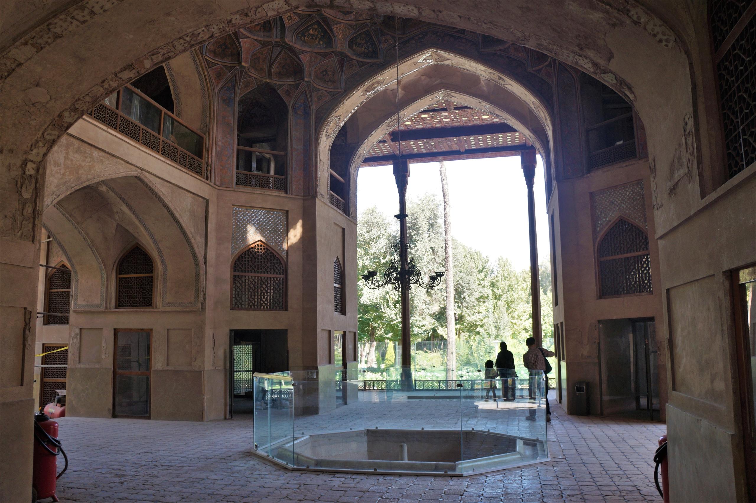 Персидский дворец Хашт-Бехешт в Исфахане