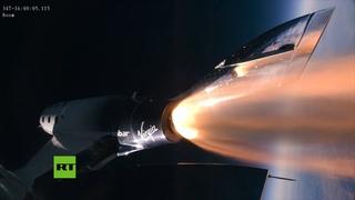 La nave de Virgin Galactic asciende más de 80 kilómetros sobre el desierto