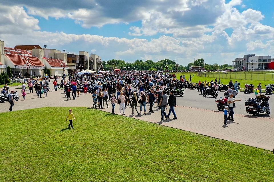 Смотрите, как проходит байк-фестиваль с высоты (у Ледового)