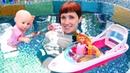 Кукла Беби Анабель плавает в бассейне - Игры с Барби и Машей Капуки - Видео для девочек
