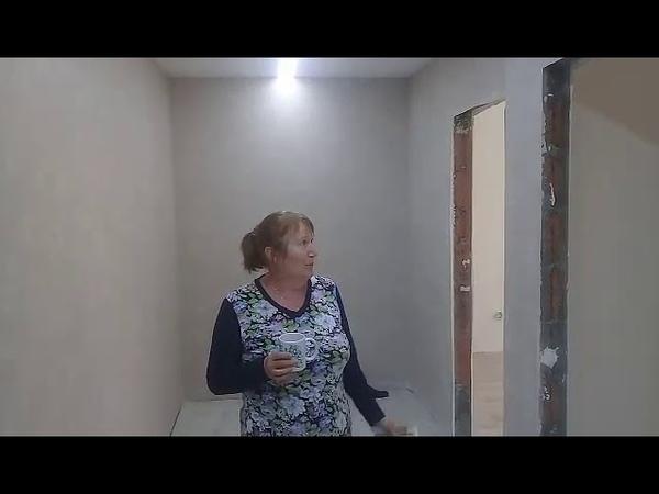 Стены после установки натяжных потолков очень чистые