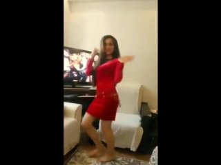 رقص فتاة غاية في الجمال