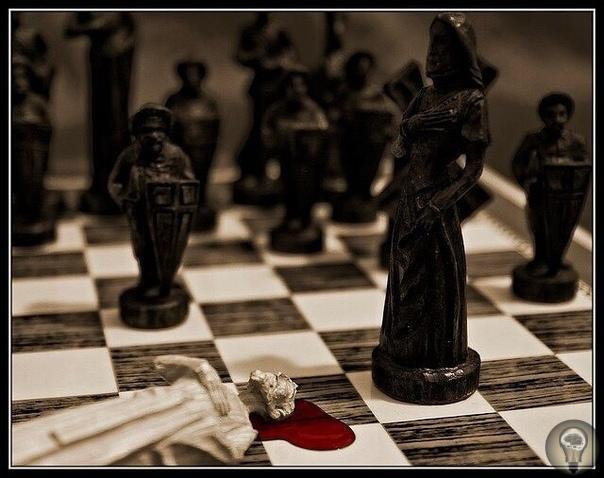 О ШАХМАТАХ Историю создания шахмат очень хорошо описывает красивая индийская легенда: «Однажды скучно стало одному падишаху и ничто его не могло развеселить. Привели к нему бродячего мудреца, и