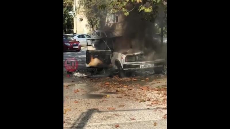 В Сочи загорелся автомобиль ВАЗ