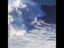 От этого бегут мурашки по спине бразильский серфер оседлал 24-метровую волну