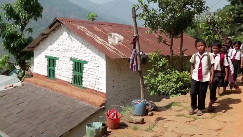Дорога в школу. Непал. Критика.