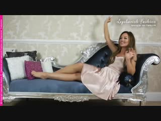 Saras on fire for these Gatta Chiara sheer tights (YouTube Edit)