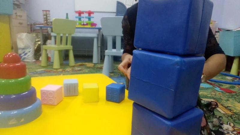 Обучение собирать пирамидку по величине колец 2ч. Нейродефектолог, логопед Сорокина Наталья
