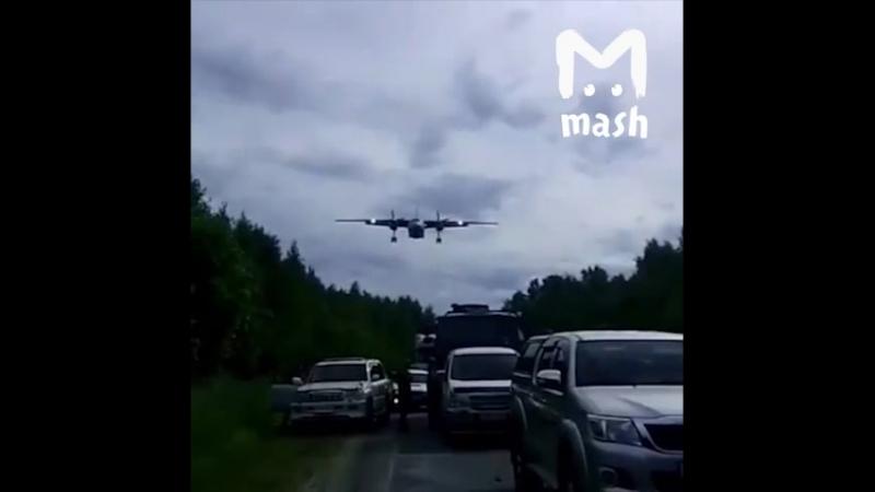 Военные перекрыли трассу ради учений: прямо на дорогу сели несколько боевых самолётов
