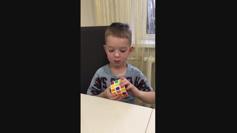 Кирилл 5 лет собирает кубик тройку_ Выпускной экзамен