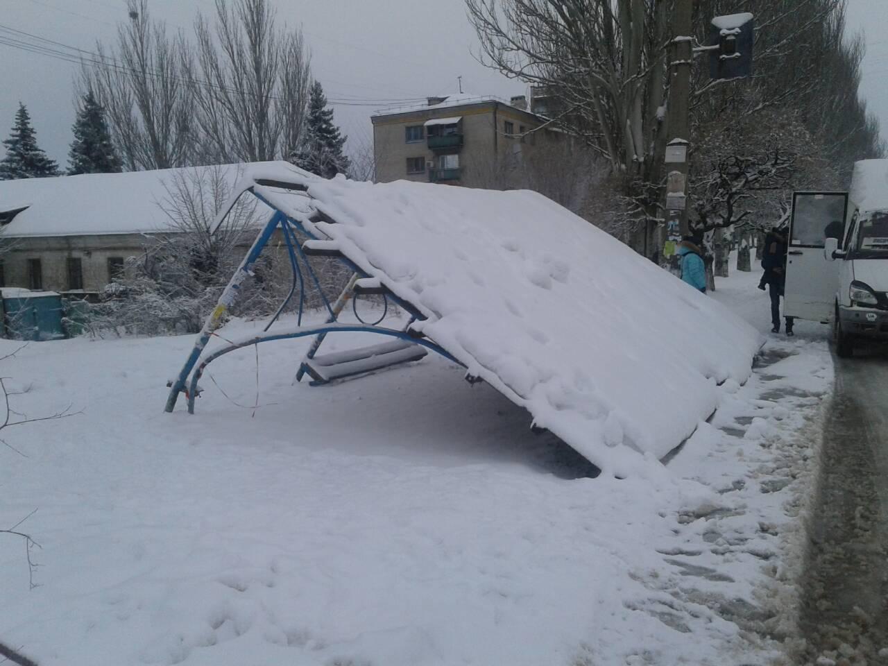 В Лисичанске упала автобусная остановка