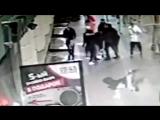 Нападение российских футболистов на водителя ведущей Первого канала
