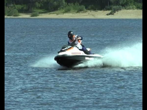 Сотрудники МЧС в Ярославле упражнялись в скорости на воде