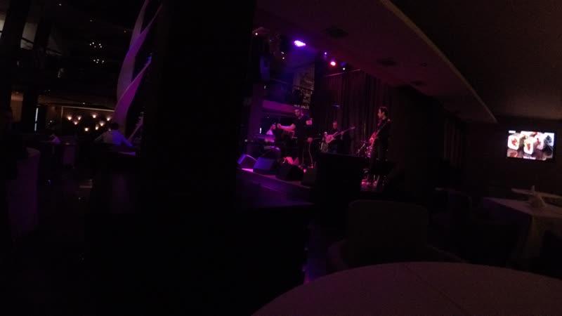 Концерт в клубе MEZZO в Ереване, обычный вечер четверга)
